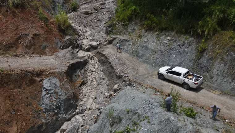 Las lluvias provocaron el colapso del paso vehicular en la aldea La Jigua, La Unión, Zacapa. (Foto Prensa Libre: Conred)