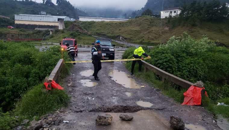 Las fuertes lluvias que han caído en diferentes puntos del territorio nacional han ocasionado daños estructurales en carreteras, puentes y viviendas. (Foto Prensa Libre: Conred)