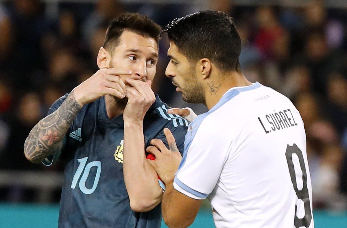 Messi disputa la pista del último baile con Suárez y Cavani en la Copa América