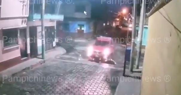 Video: piloto no detiene la marcha y arrolla a dos personas que se desplazaban en bicicleta