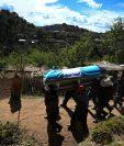 Vecinos del Duraznal, Comitancillo, San Marcos, acompañan a familiares de las víctimas de la matanza en Tamaulipas. (Foto: Hemeroteca PL)
