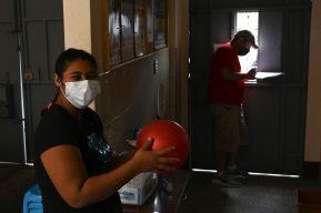 Mientras llegan soluciones, migrantes centroamericanos en Guatemala insisten en llegar a EE. UU.