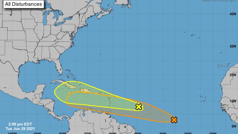 Dos fenómenos climáticos podrían fortalecerse y acercarse a territorio nacional durante su paso por el Atlántico y el Caribe. (Foto Prensa Libre: Twitter @Meteordmx)