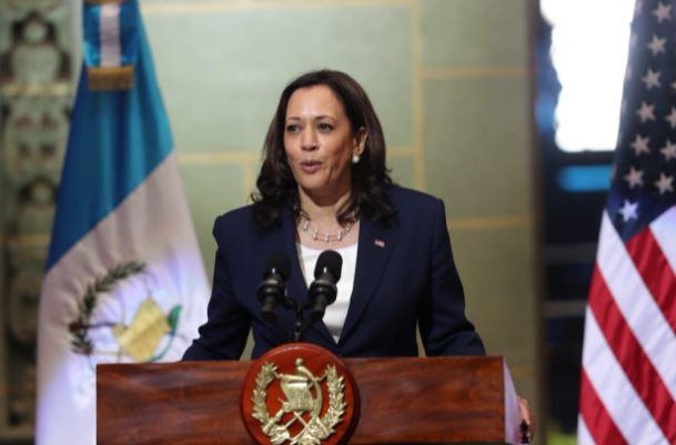 Kamala Harris en conferencia de prensa durante visita a Guatemala. (Foto Prensa Libre: Érick Ávila)