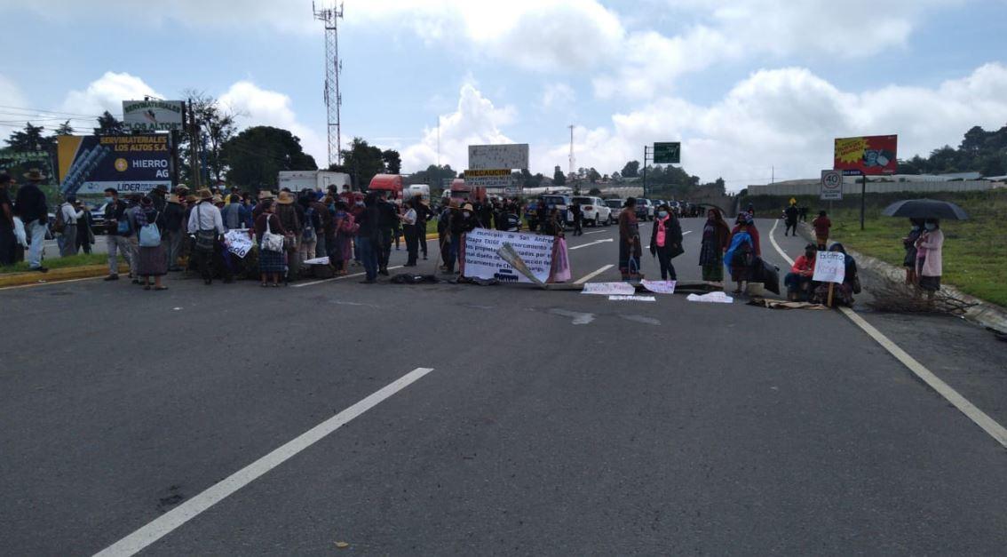 Bloqueo en el Libramiento de Chimaltenango: Propietarios de terrenos aledaños se quejan por daños de aguas pluviales