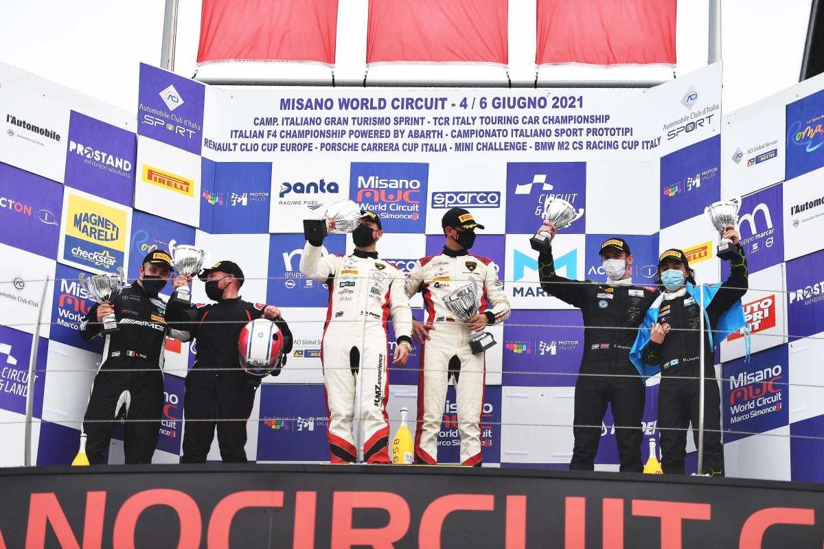 El guatemalteco Mateo Llarena sube al podio en el Campeonato Italiano de Automovilismo