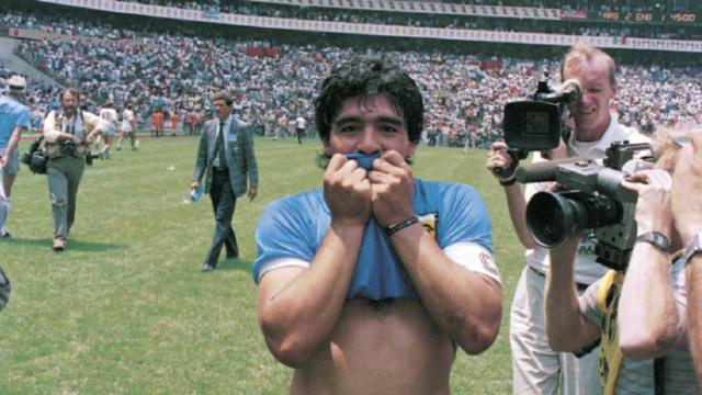 Diego Armando Maradona celebra el histórico gol. (Foto Prensa Libre: Forbes)