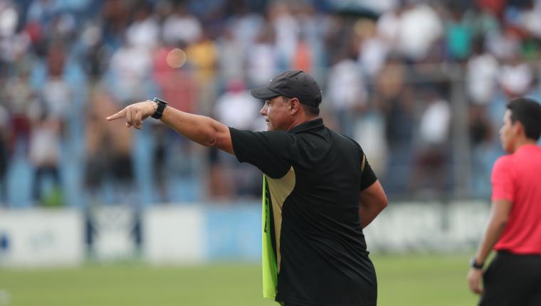 Oficial: Mauricio Tapia deja de ser entrenador de Comunicaciones ante la presión de los aficionados cremas