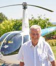 Motivado por sonrisas, piloto construye escuelas en todo el mundo