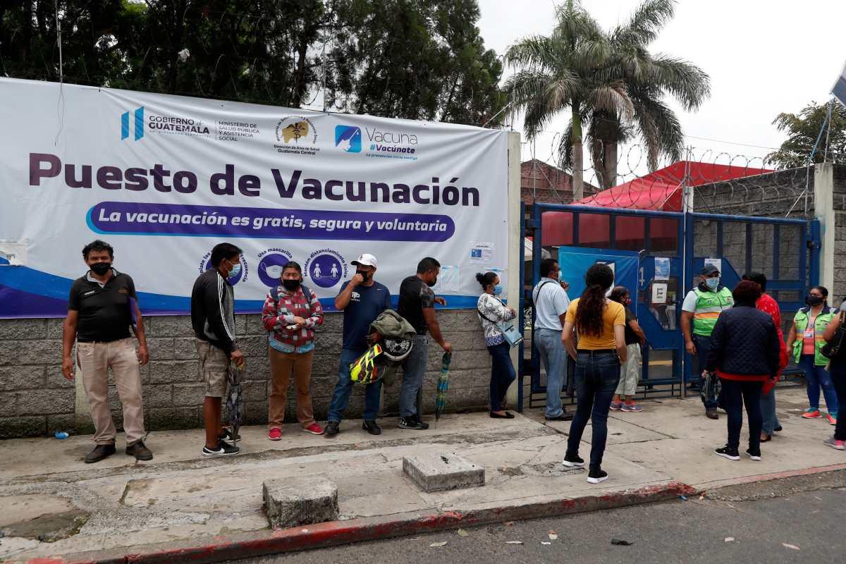 Plan de vacunación colapsó por falta de vacunas, 150 días después de haberse aprobado
