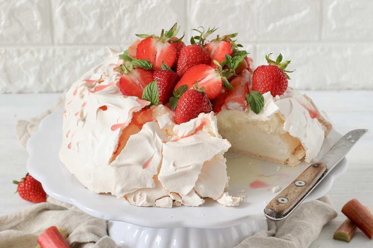 Pavlova: una fiesta de fresas y merengue