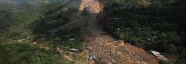 La aldea Quejá, San Cristóbal Verapaz, quedó completamente soterrada por deslizamientos de tierra a causa de las inundaciones que originó el paso de las tormentas Eta e Iota, y fue declarada inhabitable por la Conred. (Foto Prensa Libre: Hemeroteca)