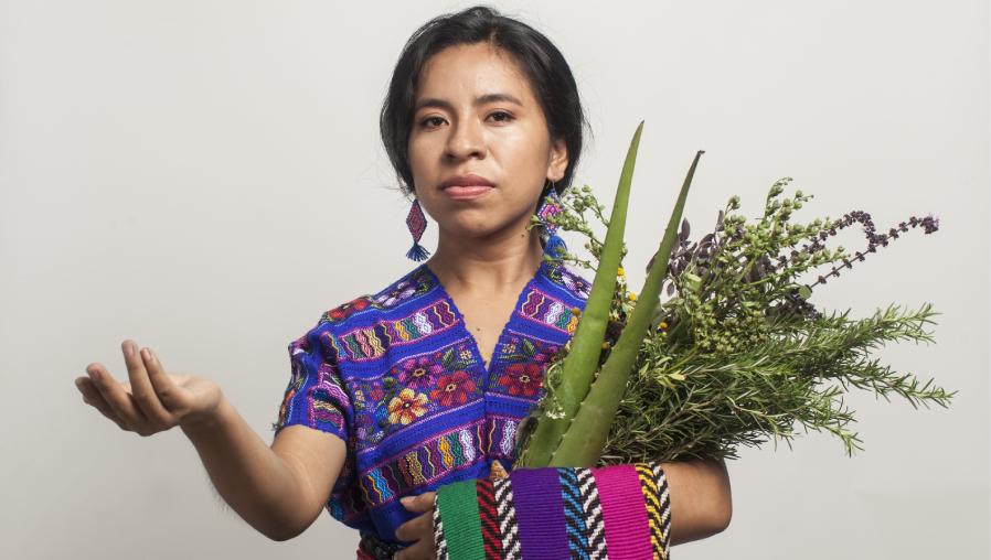 """Sara Curruchich presenta """"Junam"""", el primer sencillo de su nuevo álbum producido por Amparo Sánchez (la cumbia y el reggae en kaqchikel que invitan a bailar)"""