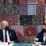 William Popp, embajador de Estados Unidos en Guatemala y la vicepresidenta Kamala Harris, de ese país, durante su visita a Guatemala.