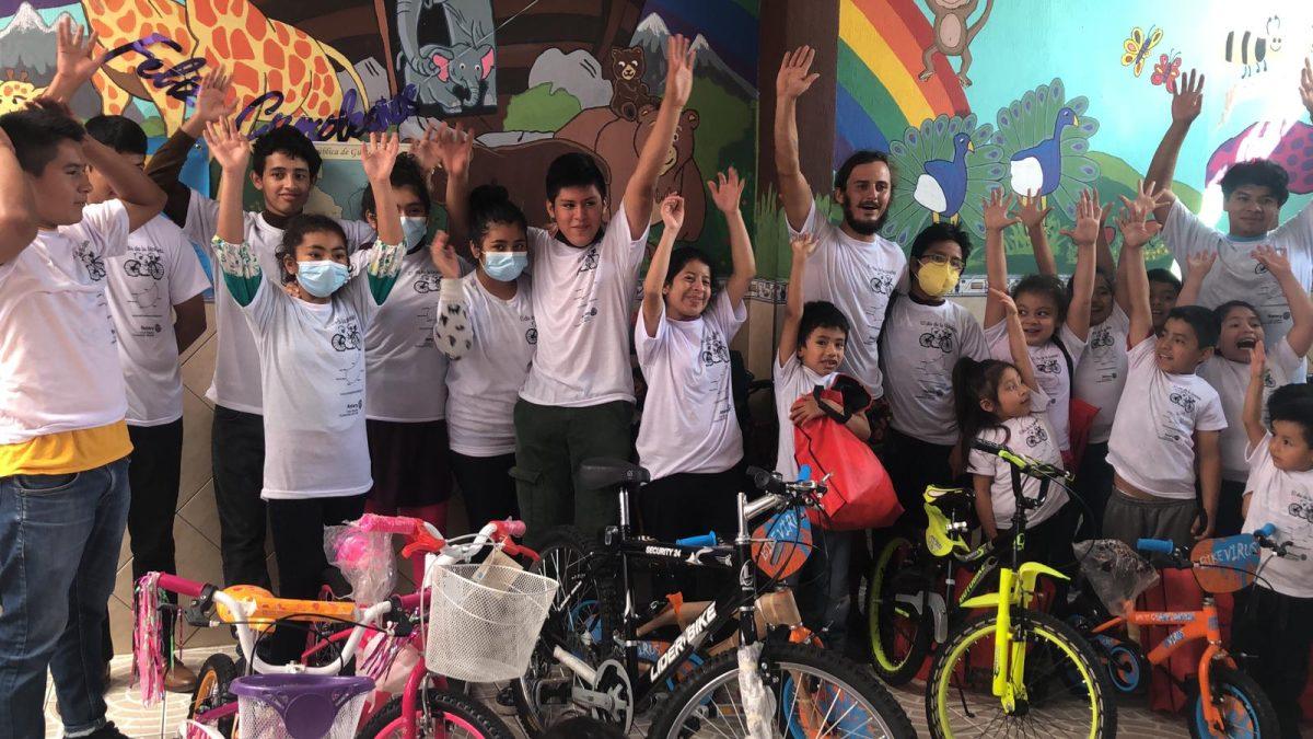 El ciclista francés que pedalea por Guatemala con una misión especial