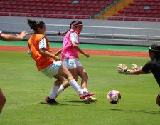 La Selección de Guatemala entrenó este sábado en el Estadio Nacional de Costa Rica para el amistoso de este domingo. (Foto Fedefut).