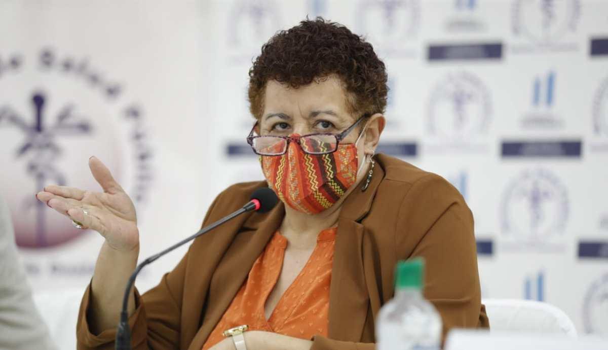 Ministra de Salud Amelia Flores responsabiliza a la población del repunte de casos, que suman 271 mil 990
