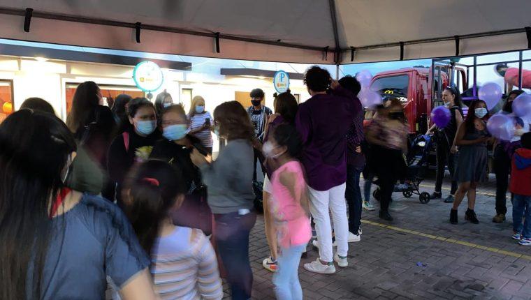 Seguidoras de BTS en McDonald´s Cayalá