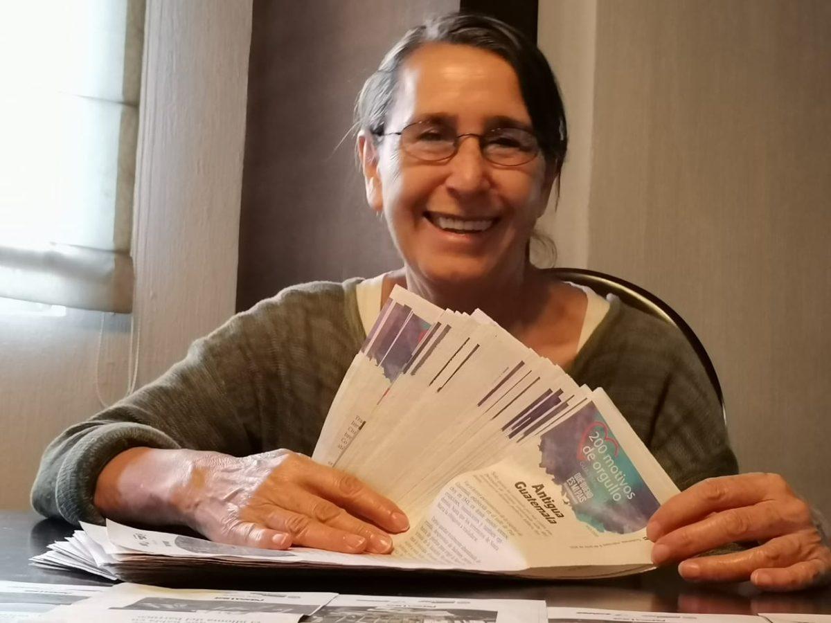 """Doris de León, la maestra que compila los """"200 motivos de orgullo guatemalteco"""", de Prensa Libre, para conservar las raíces del país"""