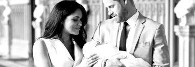 Harry y Meghan son padres de dos niños que podrían no recibir el título de príncipes. (Foto Prensa Libre: Instagram/sussexroyal).