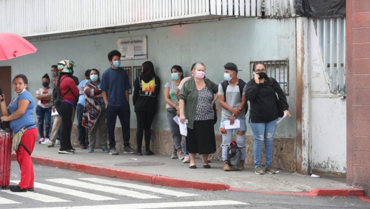 Varios centros de vacunación permanecerán cerrados el fin de semana y el lunes 28 de junio. (Foto Prensa Libre: Érick Ávila)