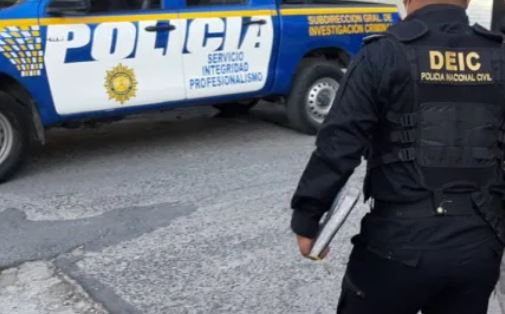 La PNC y el MP dijeron que el caso tiene que ver con los allanamientos de este miércoles por robo de vehículos y que no tienen relación con el editor. (Foto referencial: PNC)