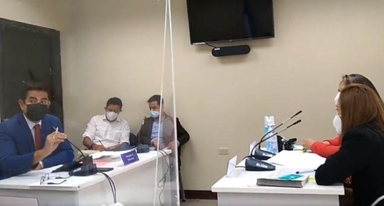 Los periodistas Sonny Figueroa y Marvin del Cid, durante la audiencia en los juzgados del Maimi.