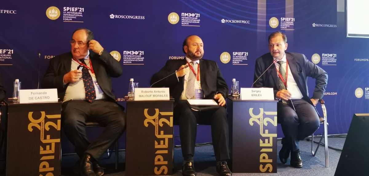 Antonio Malouf, ministro de Economía, afirma en Rusia que Guatemala tiene la capacidad para producir la vacuna Sputnik V