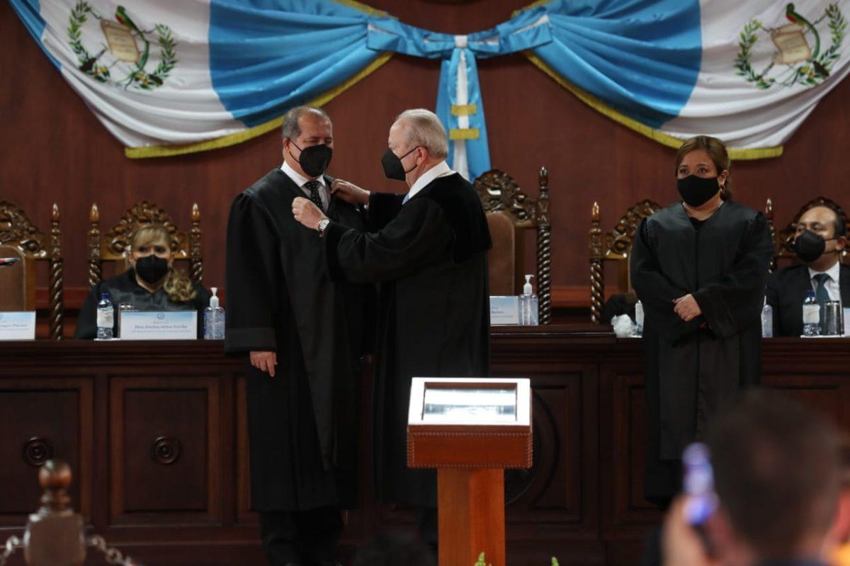 Nester Vásquez y Claudia Paniagua toman posesión como magistrados de la CC
