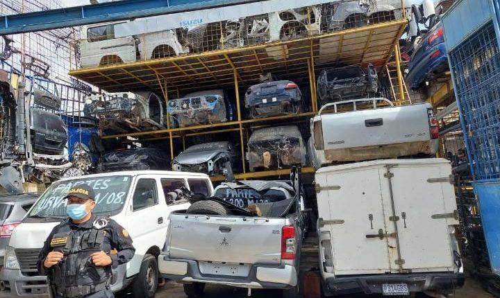 Los allanamientos se desarrollaron en varios negocios de venta de repuestos usados. (Foto Prensa Libre: MP)