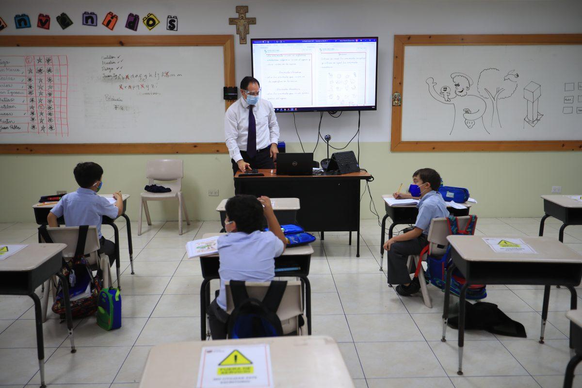 ¿De qué depende que los colegios puedan tener clases híbridas?
