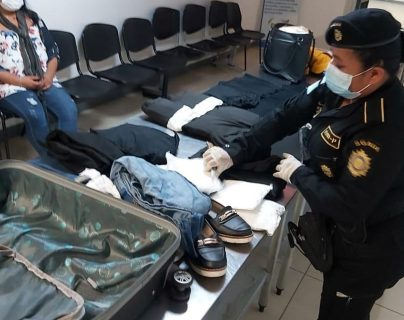 Detienen en el aeropuerto La Aurora a colombiana que intentó ingresar 36 bolsas de cocaína