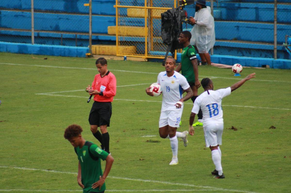 Curazao entre fiesta de goles y la Bicolor es retenida en el Aeropuerto de la Isla