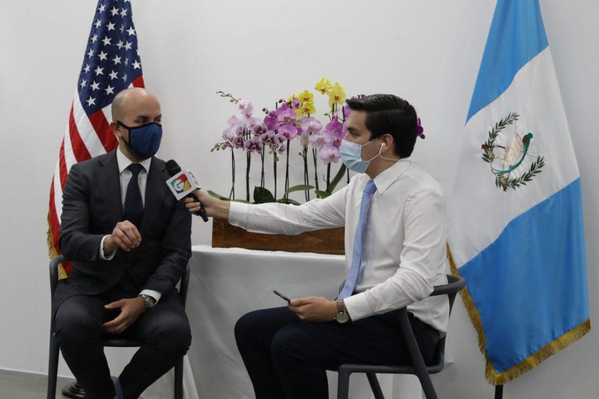 """""""Que el Gobierno sea más transparente"""", pide asistente del presidente Biden durante visita de Kamala Harris a Guatemala"""