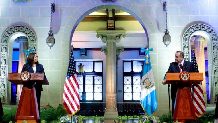 Declaración conjunta del presidente de Guatemala, Alejandro Giammattei, y la vicepresidenta de EE. UU., Kamala Harris. (Foto Prensa Libre: Presidencia de la República)