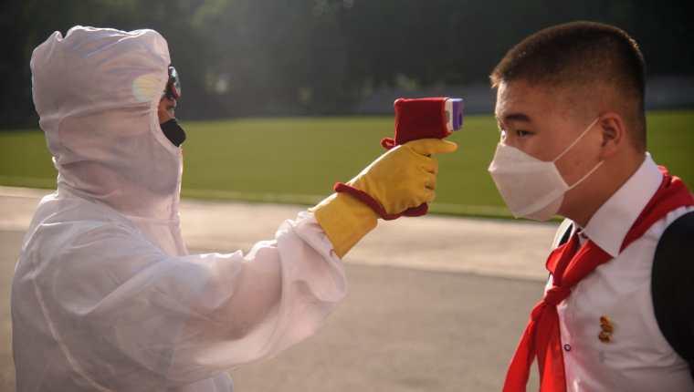 La detección de una nueva mutación más infecciosa del coronavirus, la variante Delta Plus, comienza a provocar inquietud en la India. (Foto Prensa Libre: AFP)