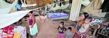 En Panzós, Alta Verapaz, este año han fallecido tres niños por desnutrición aguda, pero los niveles de pobreza e inseguridad alimentaria en la comunidad vienen de tiempo atrás. Esta fotografía tomada en 2018 es una evidencia de que el flagelo lleva años instalado en el departamento. (Foto Prensa Libre: Hemeroteca PL)