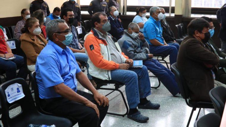 Seis militares en retiro durante la audiencia en la que fueron ligados a proceso por el caso Diario Militar o Dossier de la Muerte. (Foto Prensa Libre: Carlos Hernández Ovalle)