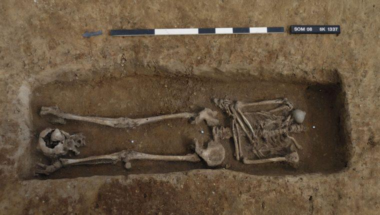Encuentran 17 esqueletos decapitados en un antiguo cementerio romano. (Foto Prensa Libre: Dave Webb, Unidad Arqueológica de Cambridge)