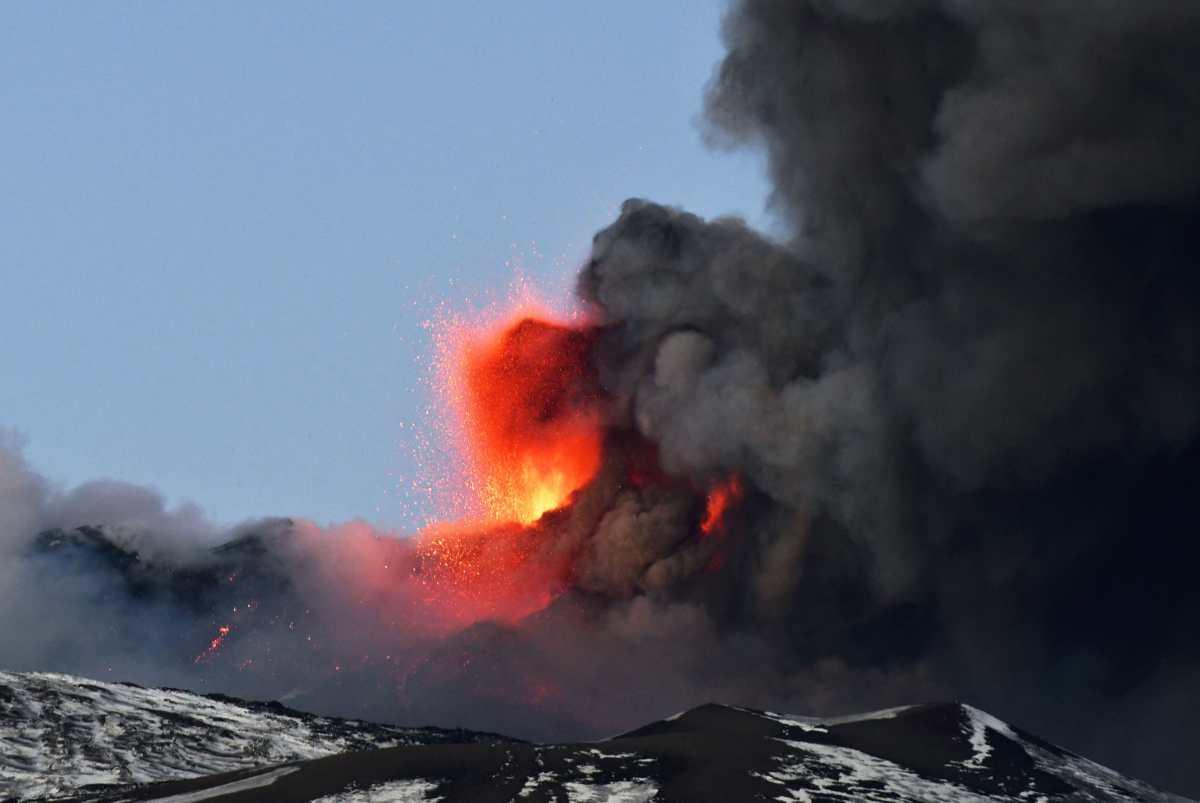 Las impresionantes imágenes del volcán Etna, que volvió a hacer erupción en Sicilia