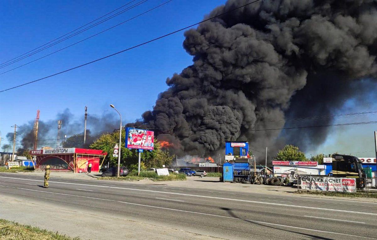 Las impresionantes imágenes de la explosión en una gasolinera en Siberia que dejó al menos 25 heridos
