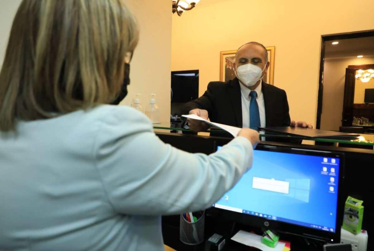 Iniciativa de ley del Gobierno eximiría a farmacéuticas de reacciones adversas de la vacuna covid-19 y compensaría hospitalización, incapacidad y muerte