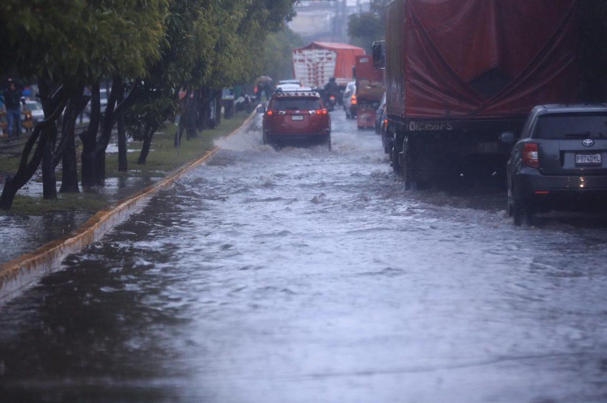 Fuertes lluvias se mantendrán en Guatemala por un sistema de baja presión que afecta a El Salvador