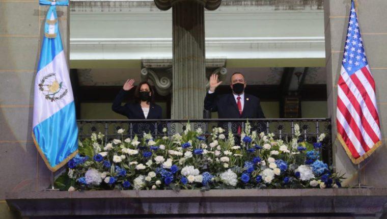 Kamala Harris, vicepresidenta de Estados Unidos, y el presidente de Guatemala, Alejandro Giammattei, durante su visita a Guatemala. (Foto Prensa Libre: Érick Ávila)