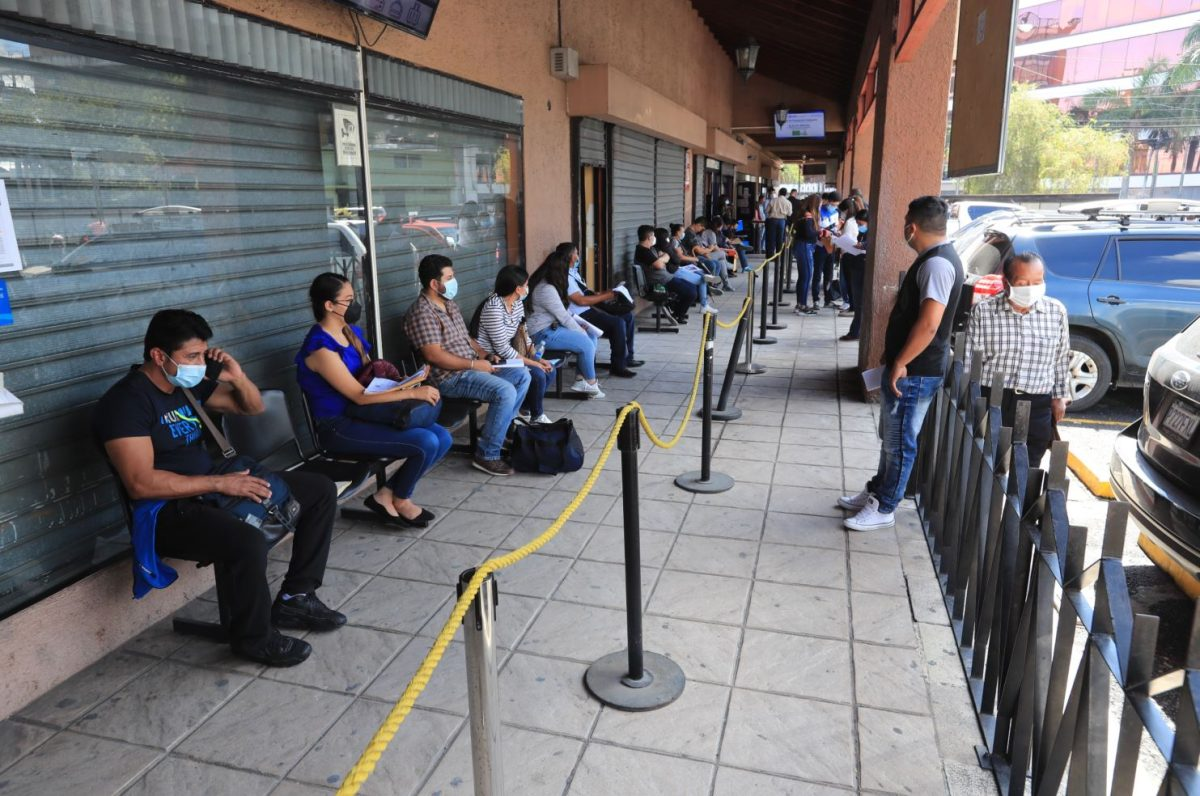 IGM compra 500 mil cartillas de pasaporte por Q17.9 millones a proveedor único