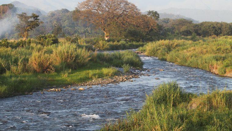 Guatemala recibe al año una gran cantidad de agua que no es aprovechada, la mayoría se va a través de los ríos hacia México y los océanos Atlántico y Pacífico. (Foto Prensa Libre: Hemeroteca PL)