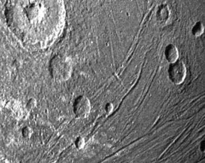 Las espectaculares imágenes que captó la sonda Juno de una luna gigante de Júpiter