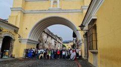 Empresarios y delegados salvadoreños participan Antigua Guatemala en ruedas de negocios para reactivar el turismo entre ambos países. (Foto, Prensa Libre: Twitter Camtur).