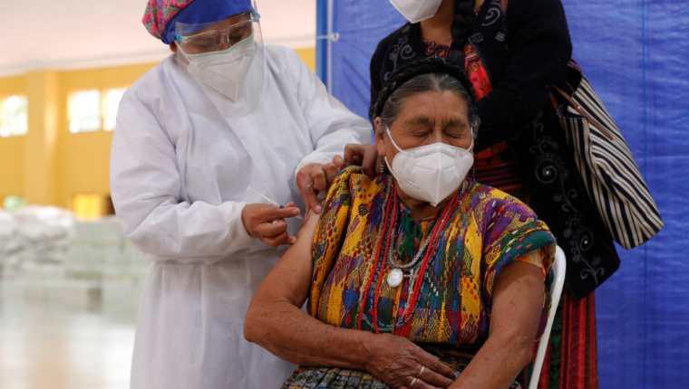 Una ampliación presupuestaria de Q1 mil 500 a Q1 mil 800 requirió el Ministerio de Salud a Finanzas para atender la emergencia sanitaria. (Foto Prensa Libre: Hemeroteca)