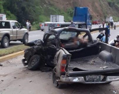 El accidente ocurrió en el kilómetro 49 de la ruta al Atlántico. (Foto Prensa Libre: Cortesía de Mario Cerón)